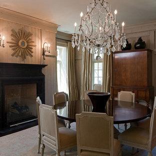 Immagine di una grande sala da pranzo tradizionale chiusa con pareti grigie, parquet scuro, camino classico, cornice del camino in pietra e pavimento marrone