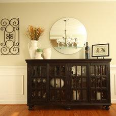 Modern Dining Room by Sara Ballinger - 1130 Creative, LLC