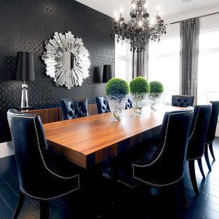 Idée de décoration pour une salle à manger design avec un mur noir et un sol noir.
