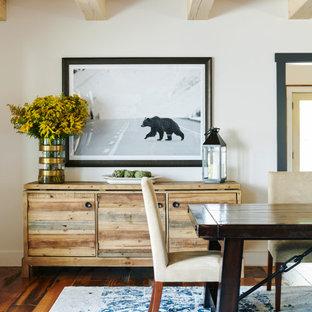 Idéer för att renovera ett mellanstort rustikt kök med matplats, med vita väggar, mörkt trägolv och brunt golv