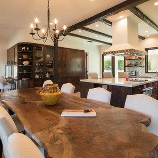 Ispirazione per una grande sala da pranzo aperta verso la cucina mediterranea con pareti beige, nessun camino, pavimento arancione e pavimento in terracotta