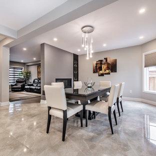Foto di una sala da pranzo aperta verso il soggiorno minimal di medie dimensioni con pareti grigie, camino bifacciale, cornice del camino in metallo, pavimento grigio e pavimento in marmo