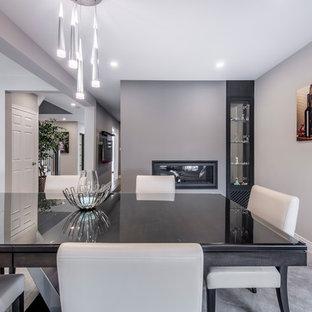 Esempio di una sala da pranzo aperta verso il soggiorno design di medie dimensioni con pareti grigie, camino bifacciale, cornice del camino in metallo, pavimento grigio e pavimento in marmo