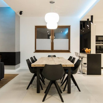Wooden table with black legs - Diningroom