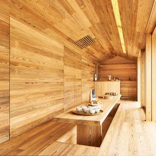 ニューヨークのアジアンスタイルのおしゃれなダイニング (茶色い壁、無垢フローリング、暖炉なし、茶色い床) の写真
