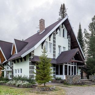 Неиссякаемый источник вдохновения для домашнего уюта: трехэтажный, белый частный загородный дом в стиле современная классика с двускатной крышей