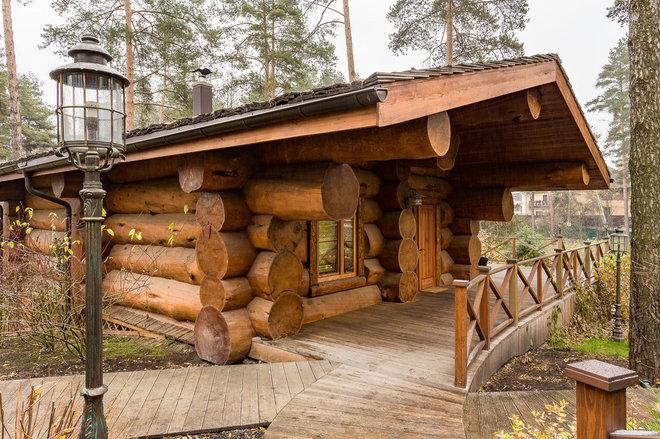Рустика Фасад дома by Медвежий лог - Добрые дома из кедра