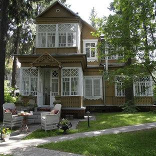 Foto della facciata di una casa country