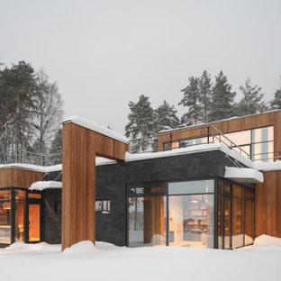 Источник вдохновения для домашнего уюта: частный загородный дом в стиле рустика с комбинированной облицовкой