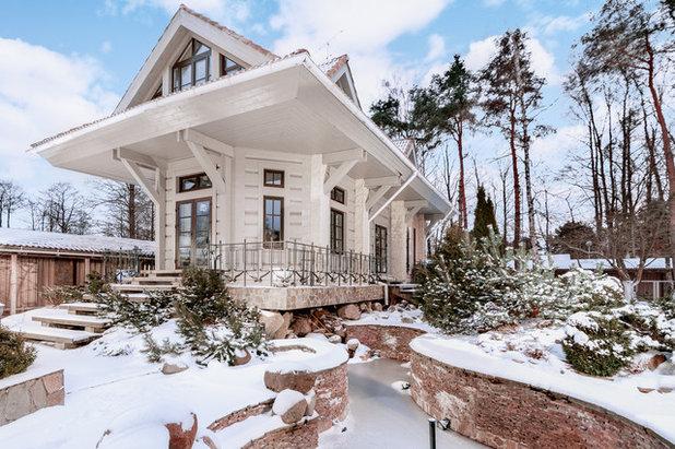 Traditional Exterior by Валерий Васильев