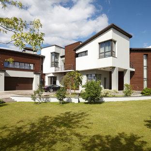 На фото: разноцветный частный загородный дом в современном стиле с односкатной крышей