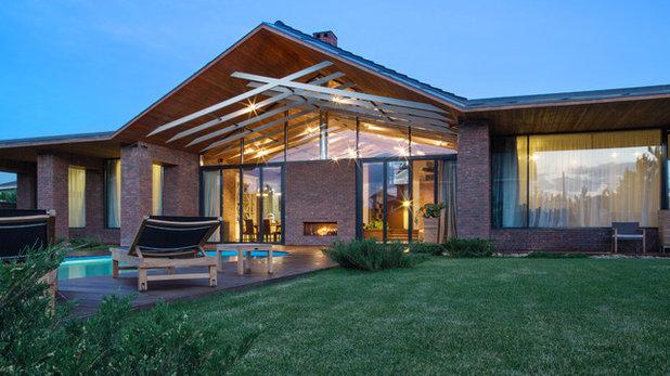 Современный Фасад дома by Architectural studio Chado