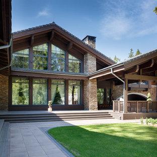 Источник вдохновения для домашнего уюта: двухэтажный частный загородный дом в современном стиле с двускатной крышей