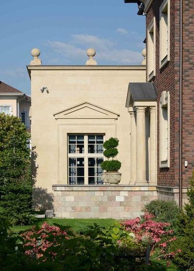 Классический Фасад дома by Gonchar & Lobyntseva