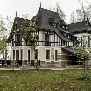 Выдающиеся фото от архитекторов и дизайнеров интерьера: трехэтажный фасад частного дома в викторианском стиле
