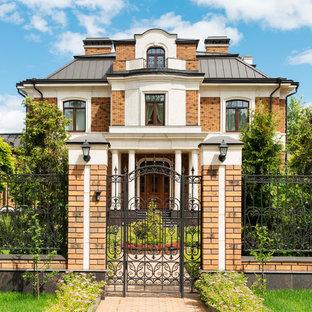 Новые идеи обустройства дома: большой фасад дома в классическом стиле