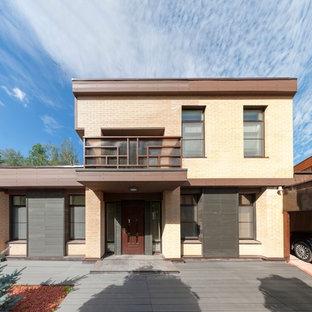 Новый формат декора квартиры: двухэтажный, разноцветный фасад дома в современном стиле с плоской крышей и облицовкой из дерева