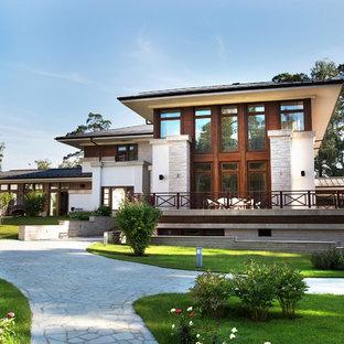 Идея дизайна: вилла частный загородный дом в стиле неоклассика (современная классика) с вальмовой крышей