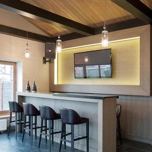 Новые идеи обустройства дома: домашний бар в современном стиле с полом из сланца и серым полом
