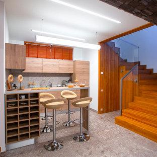 Пример оригинального дизайна интерьера: домашний бар в современном стиле