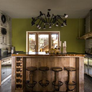 Пример оригинального дизайна интерьера: домашний бар в стиле лофт