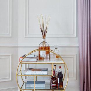 モスクワの小さいコンテンポラリースタイルのおしゃれなバーカート (I型、オープンシェルフ、ヴィンテージ仕上げキャビネット、大理石カウンター、淡色無垢フローリング、黄色い床、白いキッチンカウンター) の写真