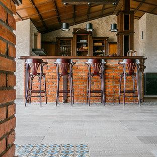 На фото: домашний бар в стиле лофт с