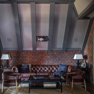 На фото: изолированный домашний кинотеатр в стиле современная классика с коричневыми стенами, темным паркетным полом, экраном для проектора и коричневым полом с