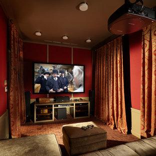 Esempio di un home theatre classico chiuso con pareti rosse, moquette e TV a parete