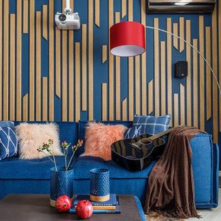Свежая идея для дизайна: домашний кинотеатр в современном стиле с разноцветными стенами и экраном для проектора - отличное фото интерьера