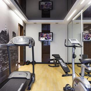Ispirazione per una piccola sala pesi design con pareti multicolore, pavimento in linoleum e pavimento beige