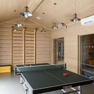 Свежая идея для дизайна: универсальный домашний тренажерный зал в стиле кантри с бежевыми стенами - отличное фото интерьера