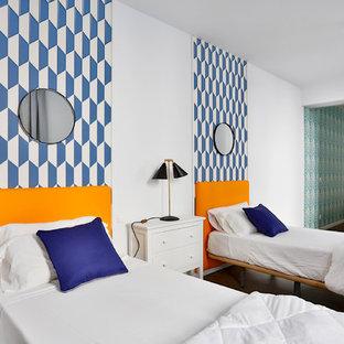 Foto de dormitorio infantil de 4 a 10 años, actual, de tamaño medio, con paredes blancas
