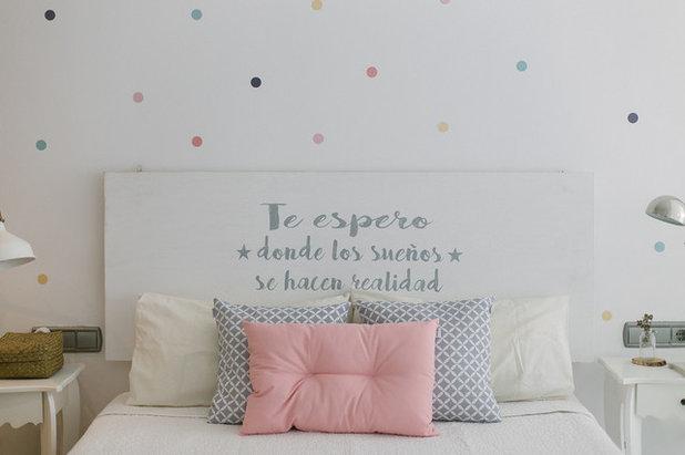 Nórdico Dormitorio infantil by Paula G. Furió