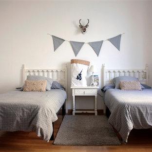 Ejemplo de dormitorio infantil de estilo de casa de campo de tamaño medio