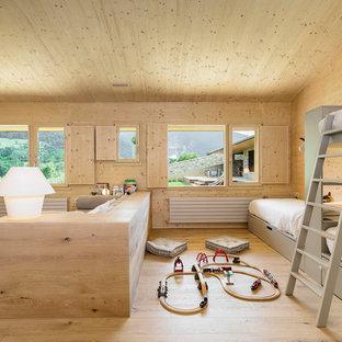 Ejemplo de dormitorio infantil de 4 a 10 años, minimalista, con suelo de madera clara