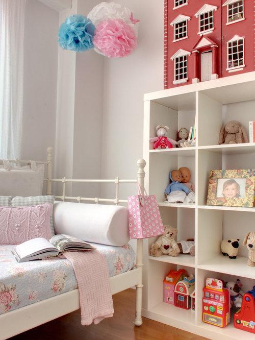 imagen de dormitorio infantil de a aos clsico con paredes blancas y