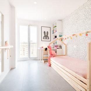 Foto de dormitorio infantil minimalista, de tamaño medio, con paredes blancas y suelo gris