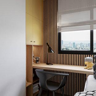 Inspiration för små moderna barnrum kombinerat med sovrum, med vita väggar, klinkergolv i porslin och grått golv