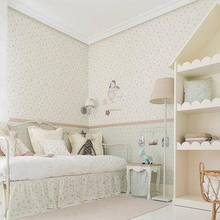 Idéer för att renovera ett mellanstort shabby chic-inspirerat flickrum kombinerat med sovrum och för 4-10-åringar