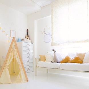 Ejemplo de dormitorio infantil de 4 a 10 años, tradicional renovado, con paredes blancas