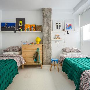Modelo de dormitorio infantil de 4 a 10 años, nórdico, con paredes blancas y suelo gris