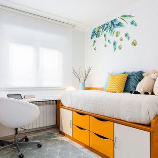 Modelo de dormitorio infantil contemporáneo con paredes blancas