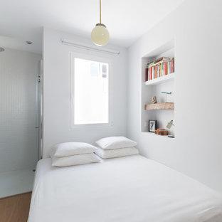 Idées déco pour une petit chambre parentale asiatique avec un mur blanc.