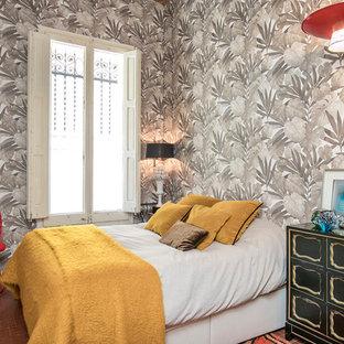 Ejemplo de dormitorio principal, ecléctico, de tamaño medio, sin chimenea, con paredes grises, suelo rojo y suelo de baldosas de terracota