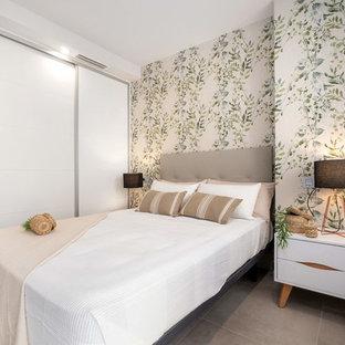 Diseño de habitación de invitados actual, sin chimenea, con paredes grises y suelo gris