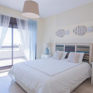 Foto de dormitorio principal, costero, con paredes beige y suelo beige