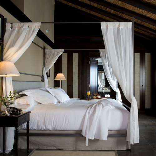 30 best traditional bedroom ideas remodeling photos houzz for Hotel decor pikolin
