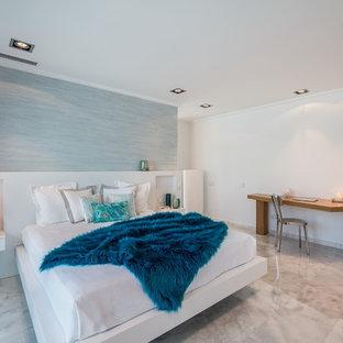 Imagen de dormitorio contemporáneo, sin chimenea, con paredes blancas y suelo gris