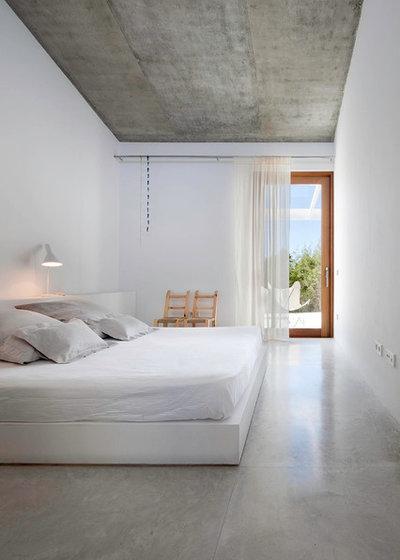 Contemporary Bedroom by Marià Castelló, Arquitecte